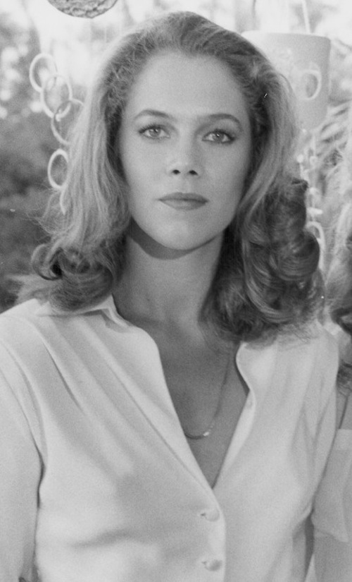 Kathleen Turner--- Body Heat or Serial Mom ? - AR15.COM